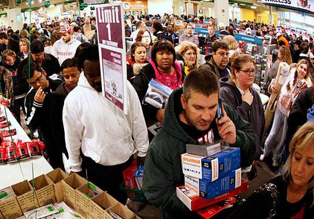 Foule de personnes en magasin pendant le Black Friday