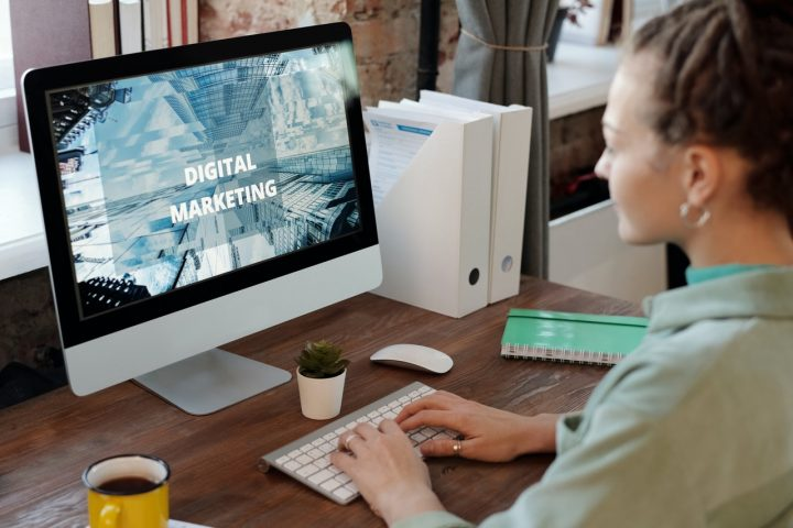 comment-decrocher-poste-expert-marketing-digital-facilement